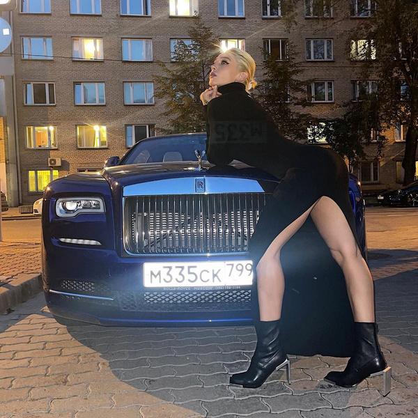 Фото №1 - Ботильоны с квадратным носом как у Насти Ивлеевой— лучшая покупка осени