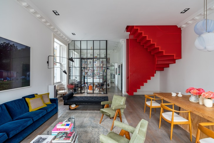 Фото №1 - Квартира с красной лестницей в Лондоне
