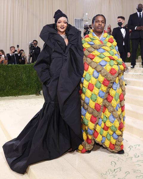 Фото №4 - «Тоже хочу ходить на мероприятия в одеяльце»: Настя Бэдбарби оценила наряды с Met Gala 2021