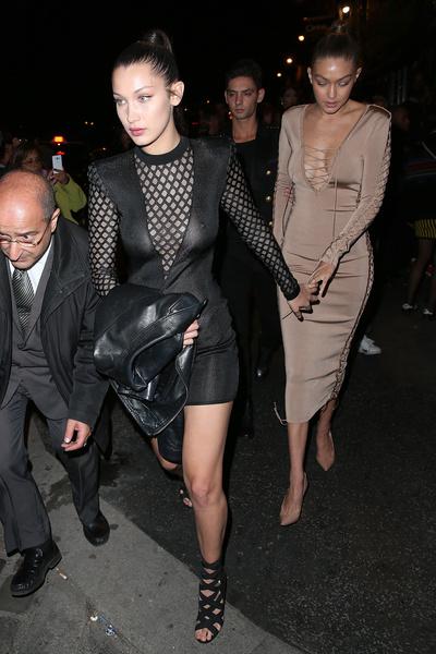 Фото №10 - Почему стало модно ходить без бюстгальтера
