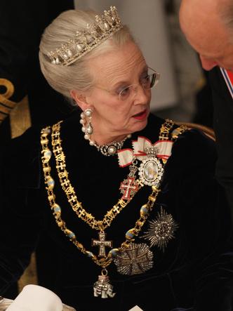 Фото №7 - Битва драгоценностей: у какой европейской королевы украшения дороже и роскошнее, чем у Елизаветы