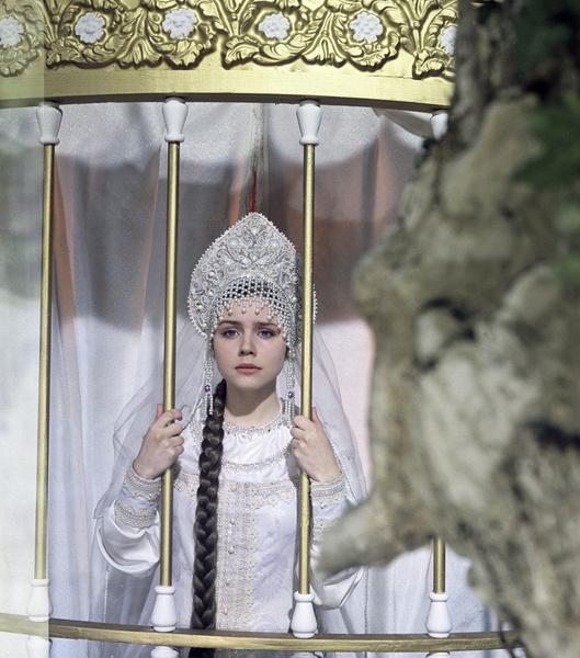 Фото №17 - Из принцесс в королевны: как менялась внешность героинь советских фильмов-сказок