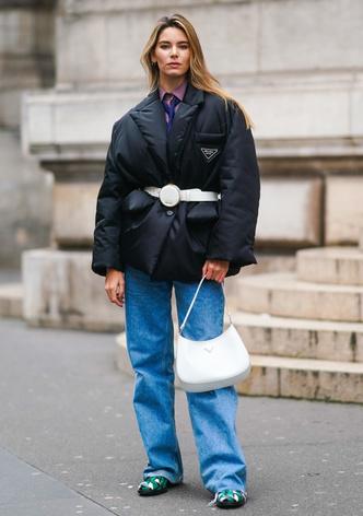 Фото №17 - Как выглядеть женственно в пуховике: модные уловки и идеи