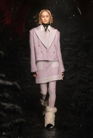 Неделя моды в Париже: Chanel осень-зима 2021/22