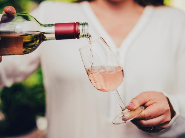 Фото №12 - Столовый этикет: как правильно подбирать бокалы под вино