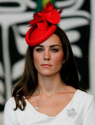 Фото №6 - Особое отношение: какой чести Королева удостоила Камиллу и Кейт (но не Меган)