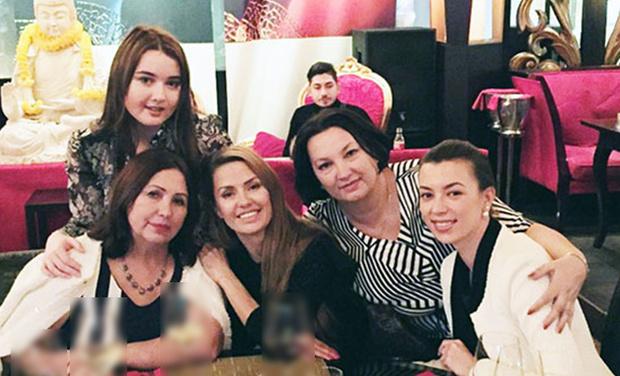Виктория Боня с семьей