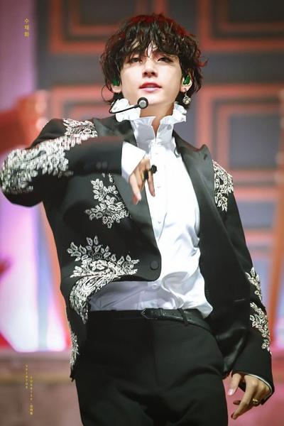 Фото №19 - Как изменился Ким Тэхён: много-много фоток Ви из BTS 😍