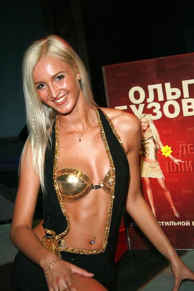 Фото №3 - Ольга Бузова 17 лет на тв: из скромной блондинки в яркую брюнетку и самую популярную девушку страны
