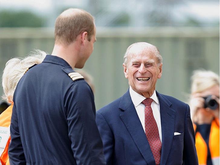 Фото №18 - Любимый дедушка: 25 самых трогательных фото принца Филиппа с внуками