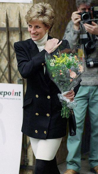 Фото №19 - Любимый предмет гардероба: как принцесса Диана носила жакеты и блейзеры— 30 вдохновляющих примеров