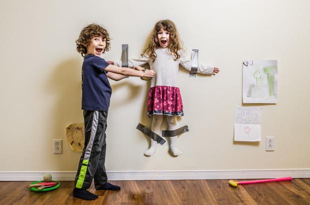 Брат с сестрой дерутся и не дружат