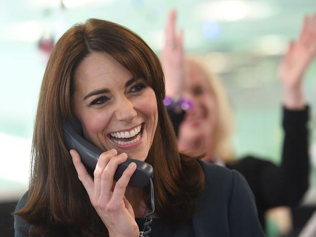 Фото №4 - Забавная причина, почему Королева не пользуется мобильным телефоном