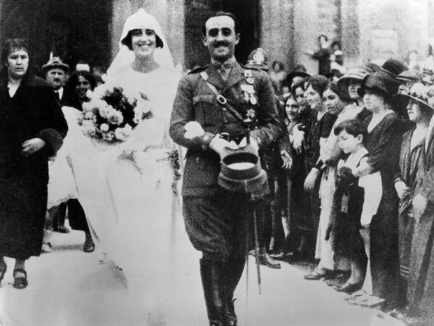 Фото №5 - Кровавые бриллианты, измены и расстрел: как сложились судьбы жен диктаторов XX века