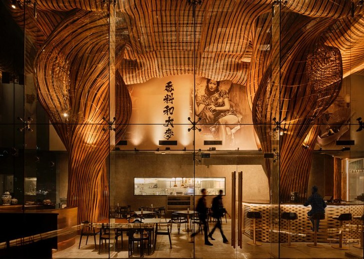 Фото №1 - Инсталляция из ротанга в ресторане Spice & Barley
