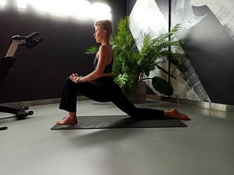 Фото №8 - Простые упражнения для растяжки, которые помогут сесть на шпагат за 60 дней