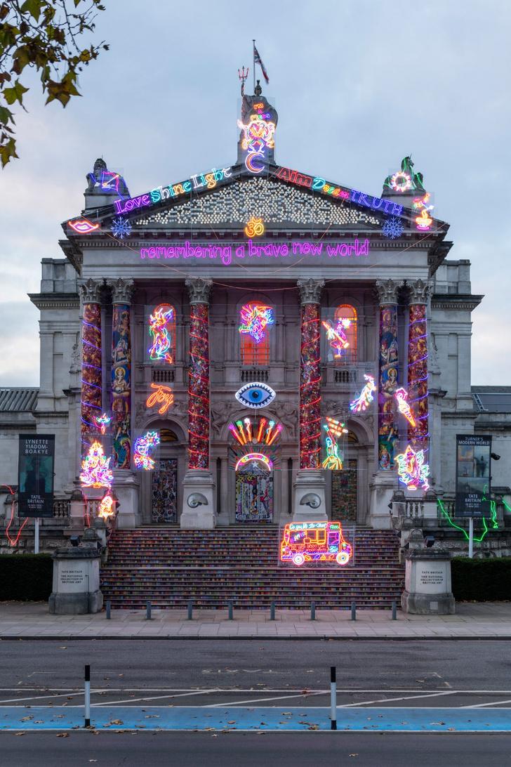 Фото №2 - Инсталляция на фасаде Британской галереи Тейт