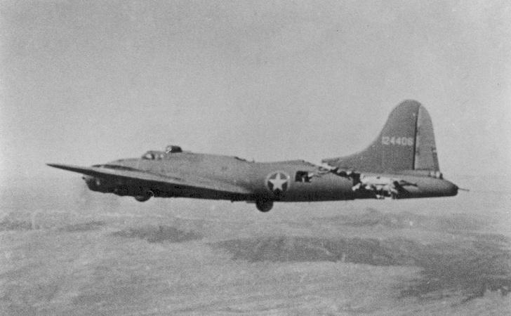 Фото №2 - Летающая крепость: как американский бомбардировщик, лишившись хвоста, долетел до базы