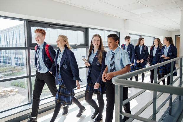 Фото №1 - От шорт до халата: как выглядит школьная форма в разных странах
