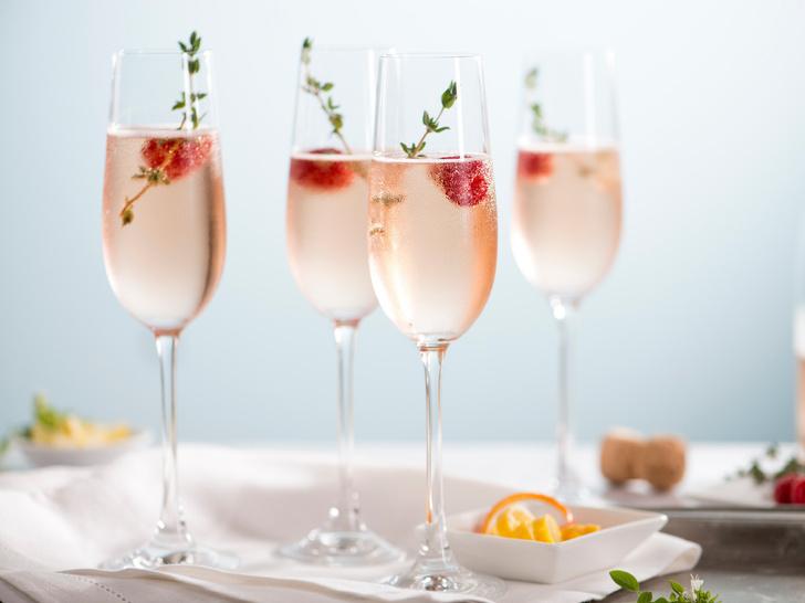 Фото №1 - Легкость бытия: 5 необычных коктейлей с шампанским