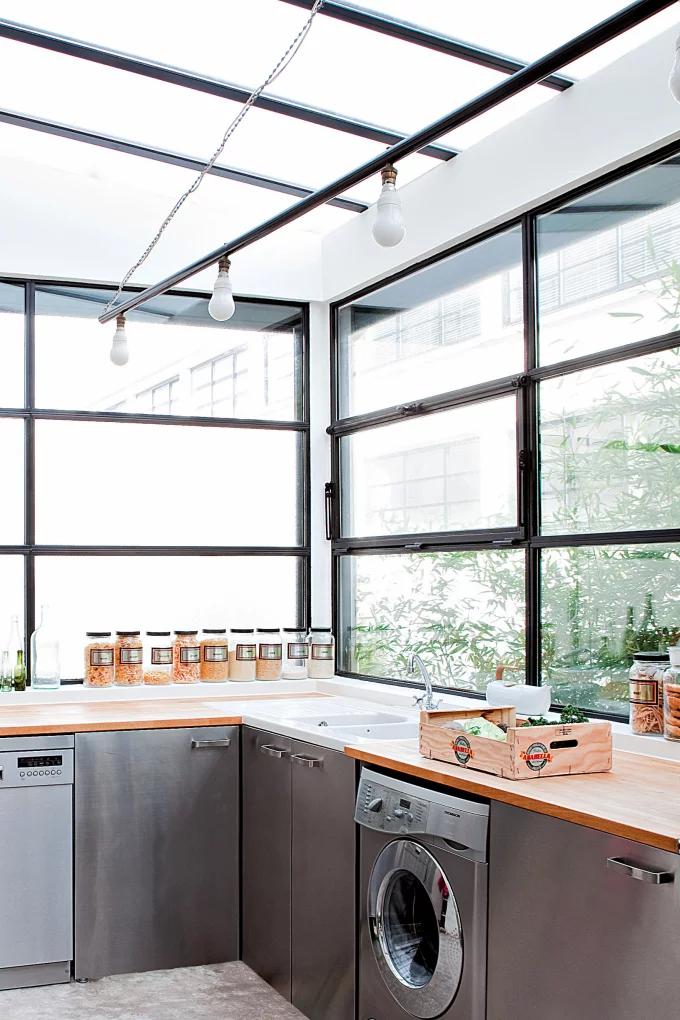 Фото №12 - Стеклянная перегородка на кухне: 8 оригинальных идей