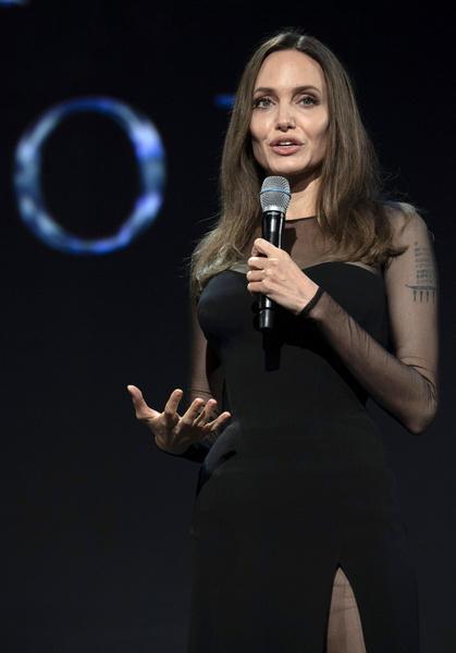Фото №15 - Джоли снова обвинила Питта в домашнем насилии и готовит детей дать показания против отца