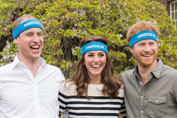 Фото №1 - Уильям и Кейт поздравили Гарри с 36-летием уморительным совместным фото
