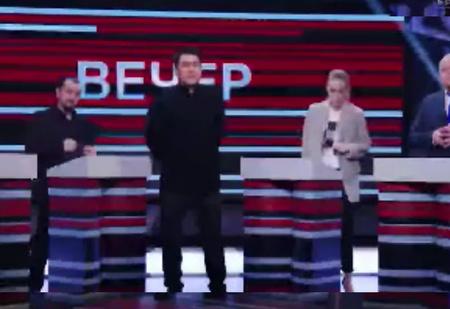 ТНТ снял пародию на ведущих российских политических ток-шоу, но потом удалил. Рассказываем, что в нём было