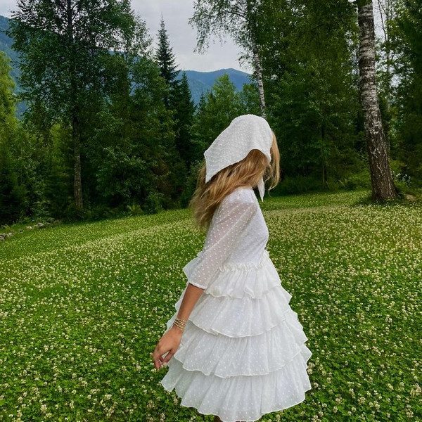 Фото №1 - Как стильно носить косынку летом: показывает Стеша Маликова