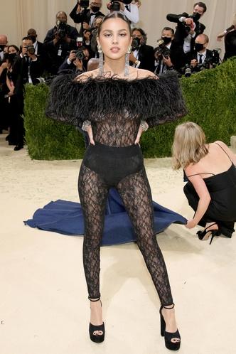 Фото №20 - В стиле сексуальной Одри Хепберн: самые провокационные «голые» платья на Met Gala
