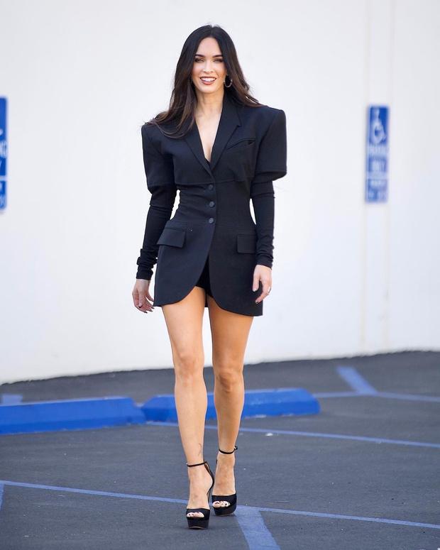 Фото №2 - Девушка Бонда: Меган Фокс в очень коротком и очень красивом платье Mugler