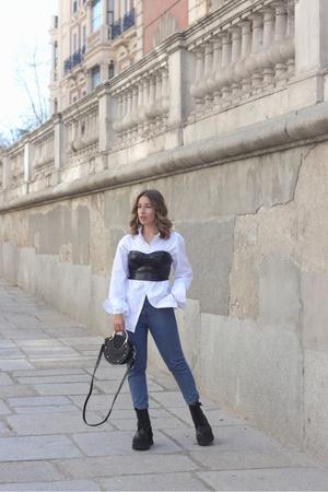 Фото №7 - Этой весной носим кожаный бра-топ как у Чарли Д'Амелио 😍