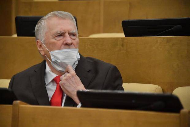 Фото №1 - На свой страх и риск: 74-летний Жириновский сделал прививку от коронавируса, которую в его возрасте не рекомендуют