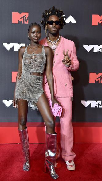Фото №2 - Премия MTV VMA 2021: лучшие, худшие и самые яркие образы церемонии