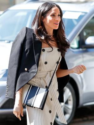 Фото №10 - Модный протокол: почему королевские особы носят сумки только в руках