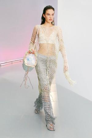 Фото №3 - Как носить платье с брюками: модные идеи на любой случай