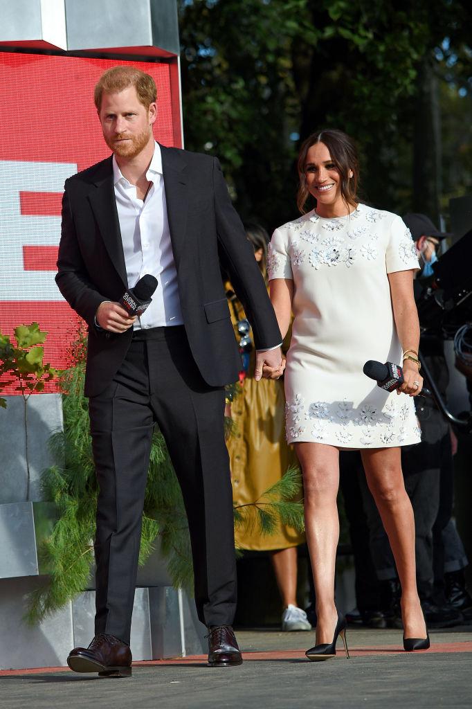 Фото №2 - Меган Маркл в ультракоротком платье продемонстрировала идеальные подтянутые ноги