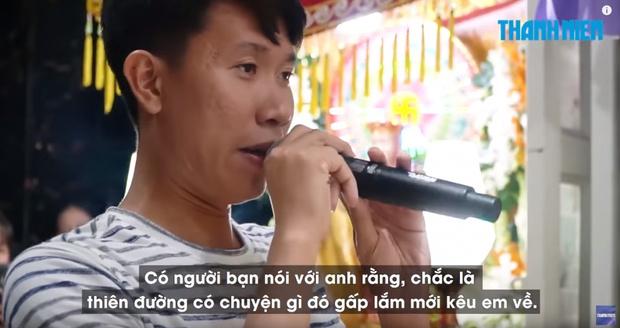 Фото №1 - Во Вьетнаме жених погибшей девушки превратил ее похороны в их свадьбу