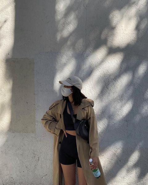 Фото №5 - 5 стильных образов с удлиненным тренчем