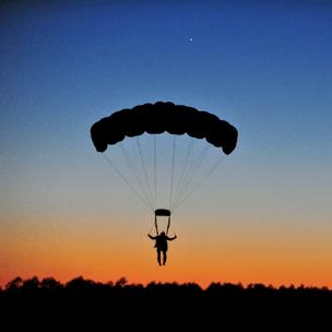 Фото №6 - Гадаем на парашютах: в какой день недели тебе всегда везет? 🪂