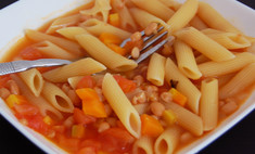 Паста с фасолью и томатами в бульоне