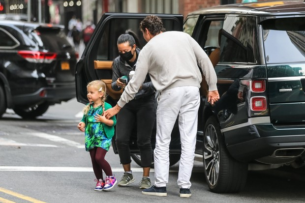 Фото №3 - Усатый нянь: кто присматривает за дочкой Ирины Шейк и Брэдли Купера?