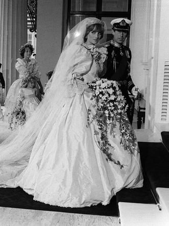 Фото №3 - От Елизаветы до Летиции: секретные детали свадебных платьев принцесс и герцогинь