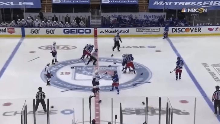 Фото №1 - Это рекорд: хоккеисты НХЛ устроили шесть драк за первые четыре минуты матча (видео прилагается)