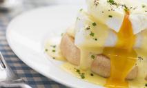 Яйца-пашот на хрустящих тостах