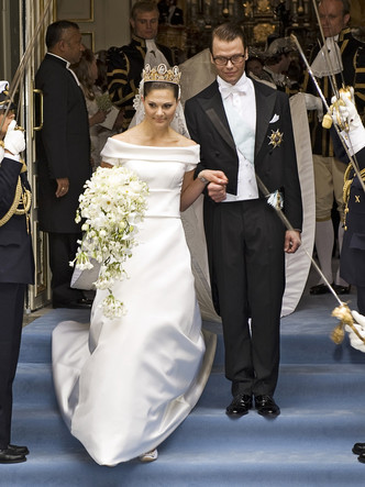 Фото №11 - Платья-близнецы: 15 слишком похожих свадебных нарядов королевских особ
