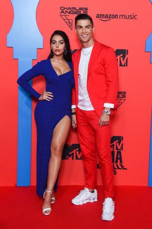Фото №39 - Премия MTV EMA: лучшие звездные образы за всю историю
