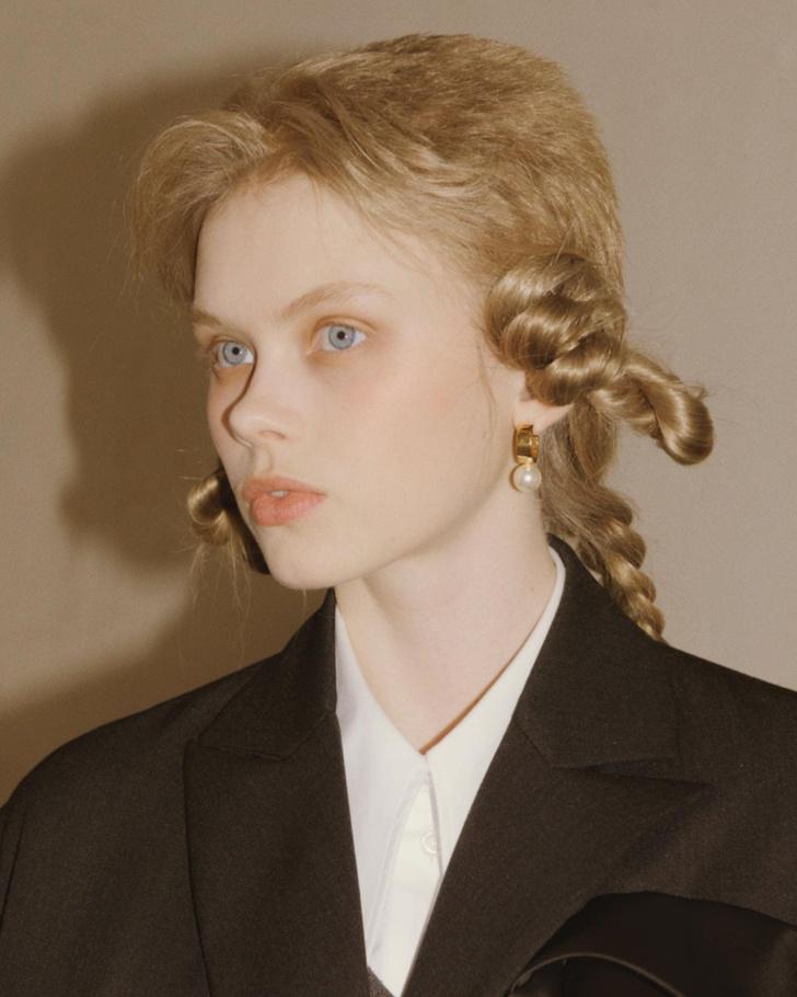 Фото №3 - Бьюти-тренд: заплетаем косички как модели на показе Simone Rocha AW/21