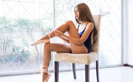 Фитнес дома: 10 эффективных упражнений со стулом