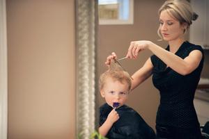 Фото №4 - Первый раз в... парикмахерскую!